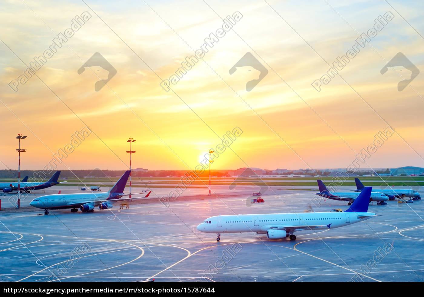 planes, at, airport - 15787644