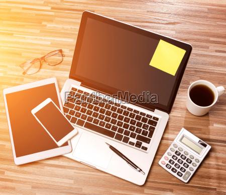 glas baeger drikkeglas kontor notebook baerbar