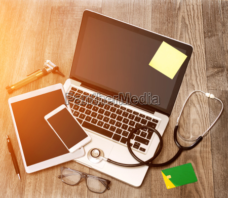 trae laegens skrivebord i high definition