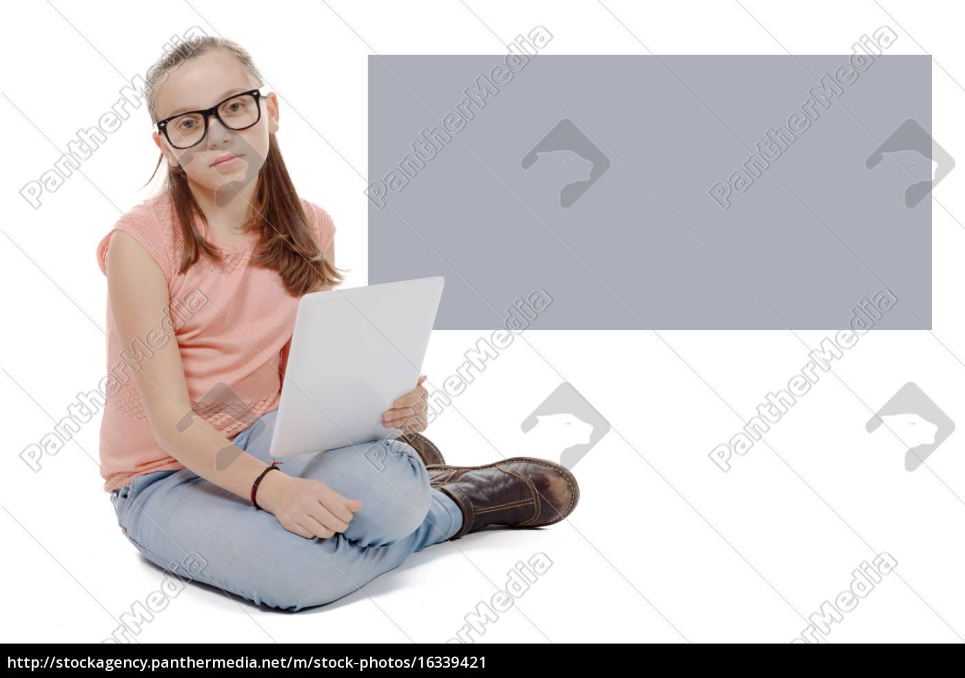 smuk, preteen, pige, med, en, tablet - 16339421