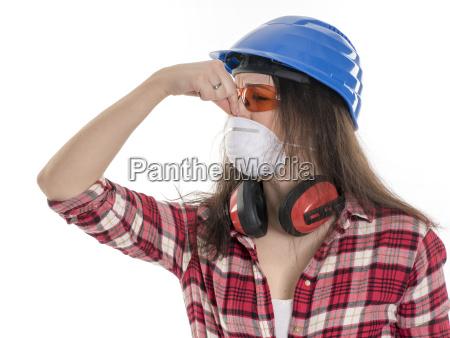 kvindelige handvaerker med briller og beskyttende