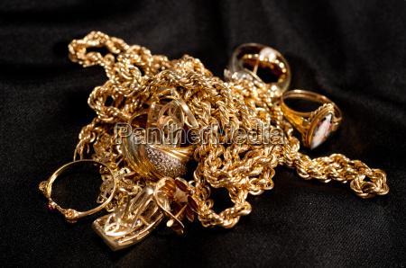 guldsmykker herunder kaeder armband og ringe