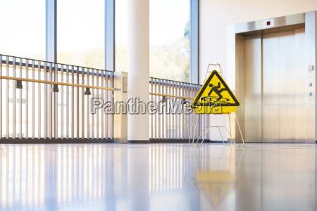 shield fare gangen bygning moderne