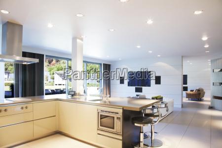 kokken og stue i moderne hjem