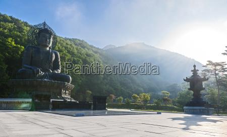 big bronze buddah jwabul statue at