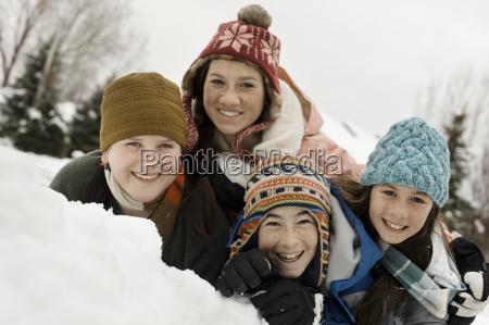 vintersne fire born grupperet griner af