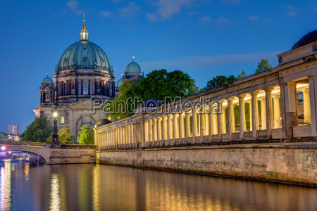 katedralen og museumsoen i berlin om