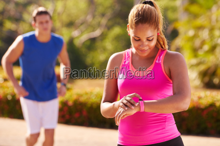 ung kvinde sports training fitness fitwatch