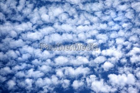 bla overskyet himmel