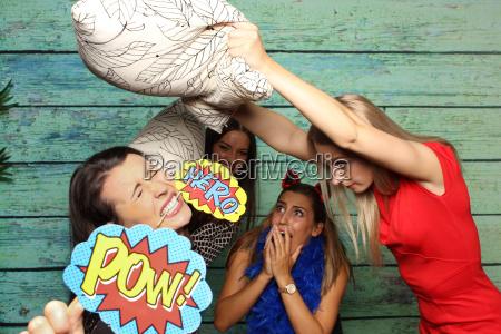 pillow battle for photobooth zig war