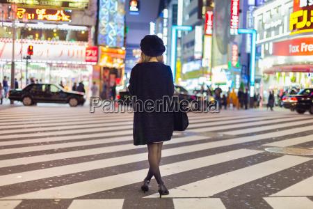 ensomt kvinde i shinjuku tokyo japan