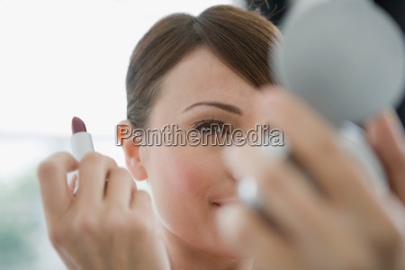 kvinde hjemme makrooptagelse naerbillede livsstil refleksion