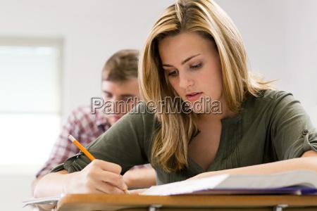 skrive skriver skrivende skrev skrivebord uddannelse