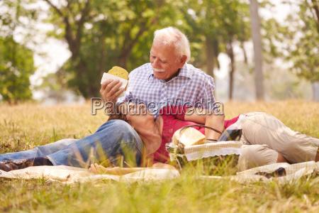 gamle par senior mand og kvinde