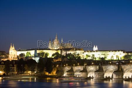 karlsbroenmed st vitus katedralkongeslottetog slottet pa