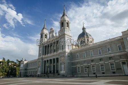 hiszpania madryt katedra almudena