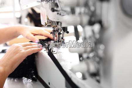 syning syerske pa maskinen produktion af
