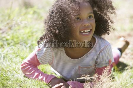 pige, liggende, på, græs, på, landet - 19408824