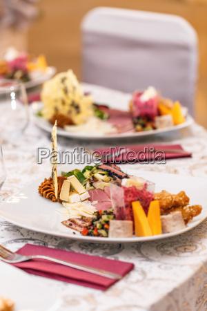 appetizer serveret pa en tallerken