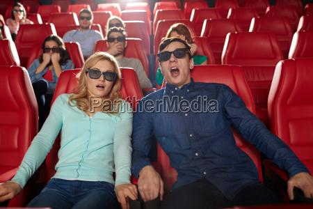 venner ser horror film i 3d