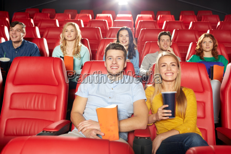 glade venner ser film i theater
