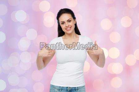 lykkelig ung kvinde eller teenage pige