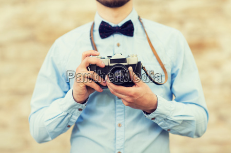 naerbillede af hipster man med film