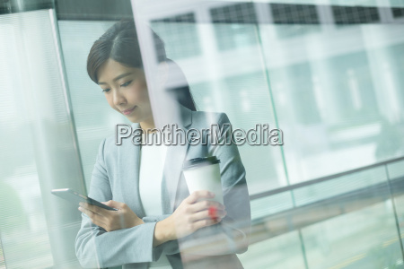 businesswoman, holding, her, smartphone - 20116025