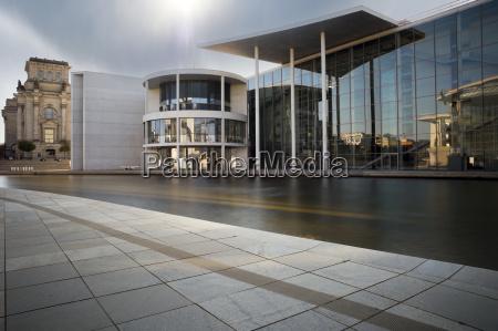 sky kontorbygning kontorhus bygning sollys udendore