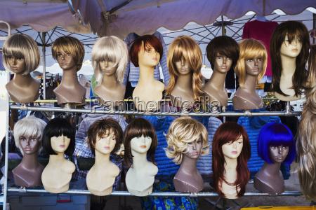 en paryk stall kvindelige mannequin hoveder