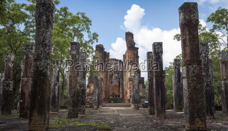 lodrette sojler kiri vihara buddhistiske tempelruiner