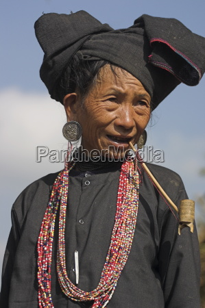 aku lady smoking wooden pipe wan
