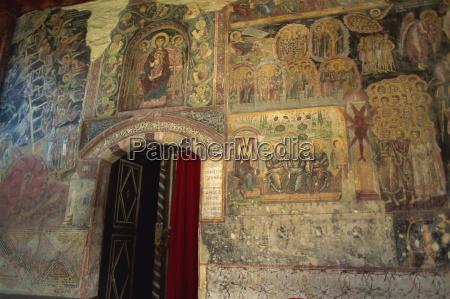 gamle religiose vaegmaleri ved indgangen til