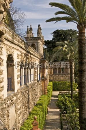 grotesque gallery in reales alcazares gardens