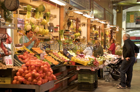 grocers and customers triana market seville