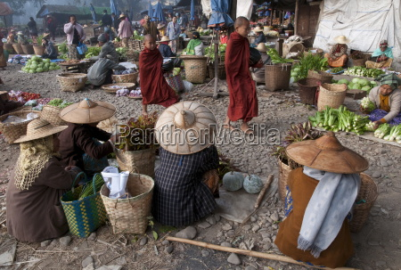 morning market hsipaw northern shan state