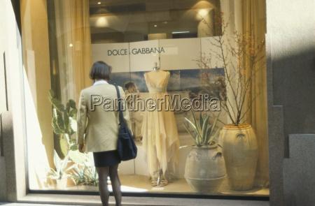 window shopping dolce gabbana via