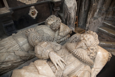 effigies on tomb of abraham blackleech