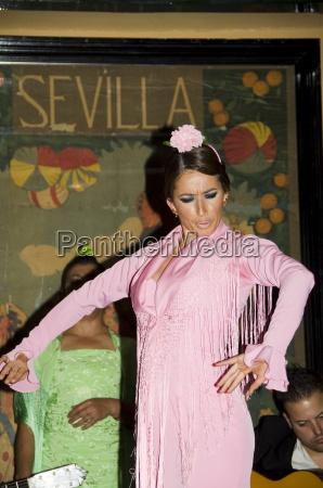 flamenco dancer at el arenal restaurant