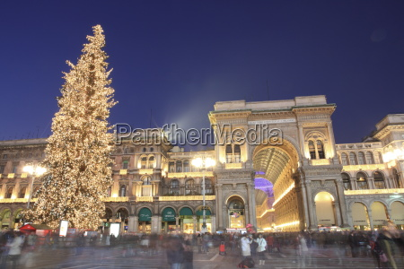 christmas tree and galleria vittorio emanuele