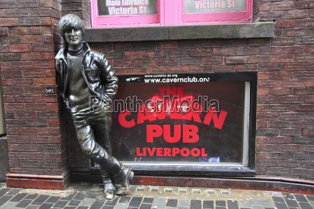 john lennon sculpture mathew street liverpool