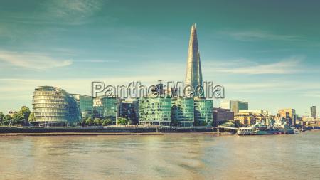 london skyline og themsen vintage effekt