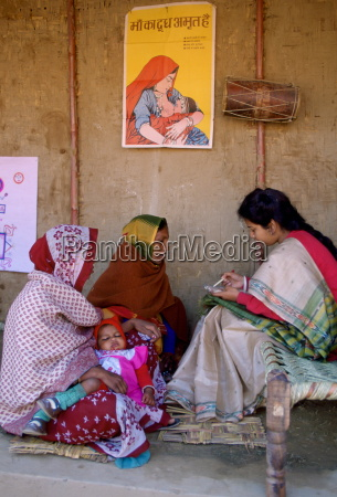 kvinder pa family planning praevention clinic