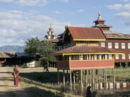 buddhist monastery on inle lake shan