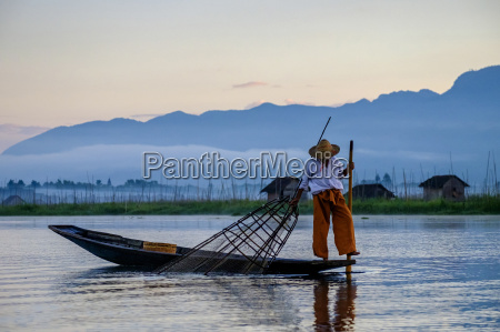 intha ethnic group fisherman inle lake