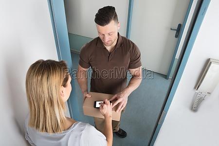 kvinde dor kasse aeske levering kiste