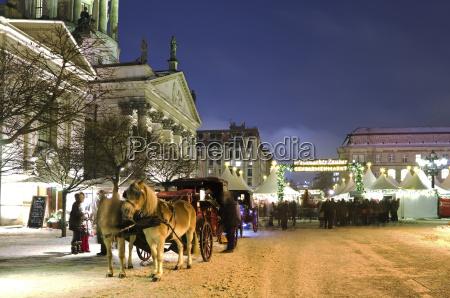tyskland berlin hestevogn pa julemarked pa