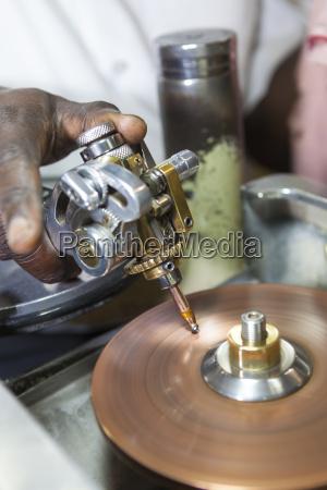 sri lanka kandy mugampola smykkerfremstilling med