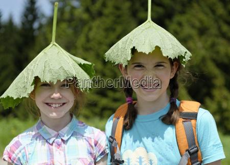 to piger vandreture og ifort et