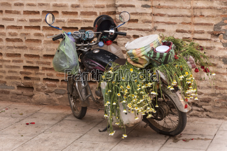 marokko marrakesh parkeret knallert fyldt med